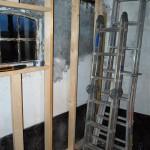 De volgende stap is om de buitenmuur weg te halen, van de buitenzijde af te isoleren en opnieuw metselen