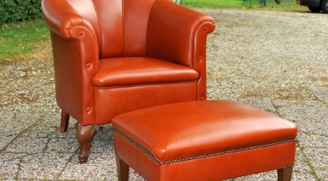 VERKOCHT Antieke Hollandse armfauteuil met hocker uit ca 1900 – 1920.