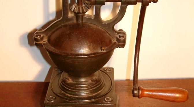 Antieke koffiemolen, eind 19e eeuw.