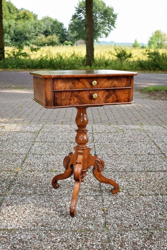 Antieke naaitafel mahonie Willem III ca 1870 - Antiekboerderij Het Wagenwiel 1