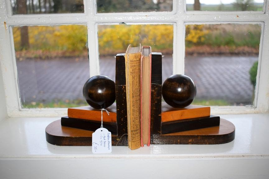 Boekensteunen Art Deco ca 1930 hout bal- Antiekboerderij Het Wagenwiel