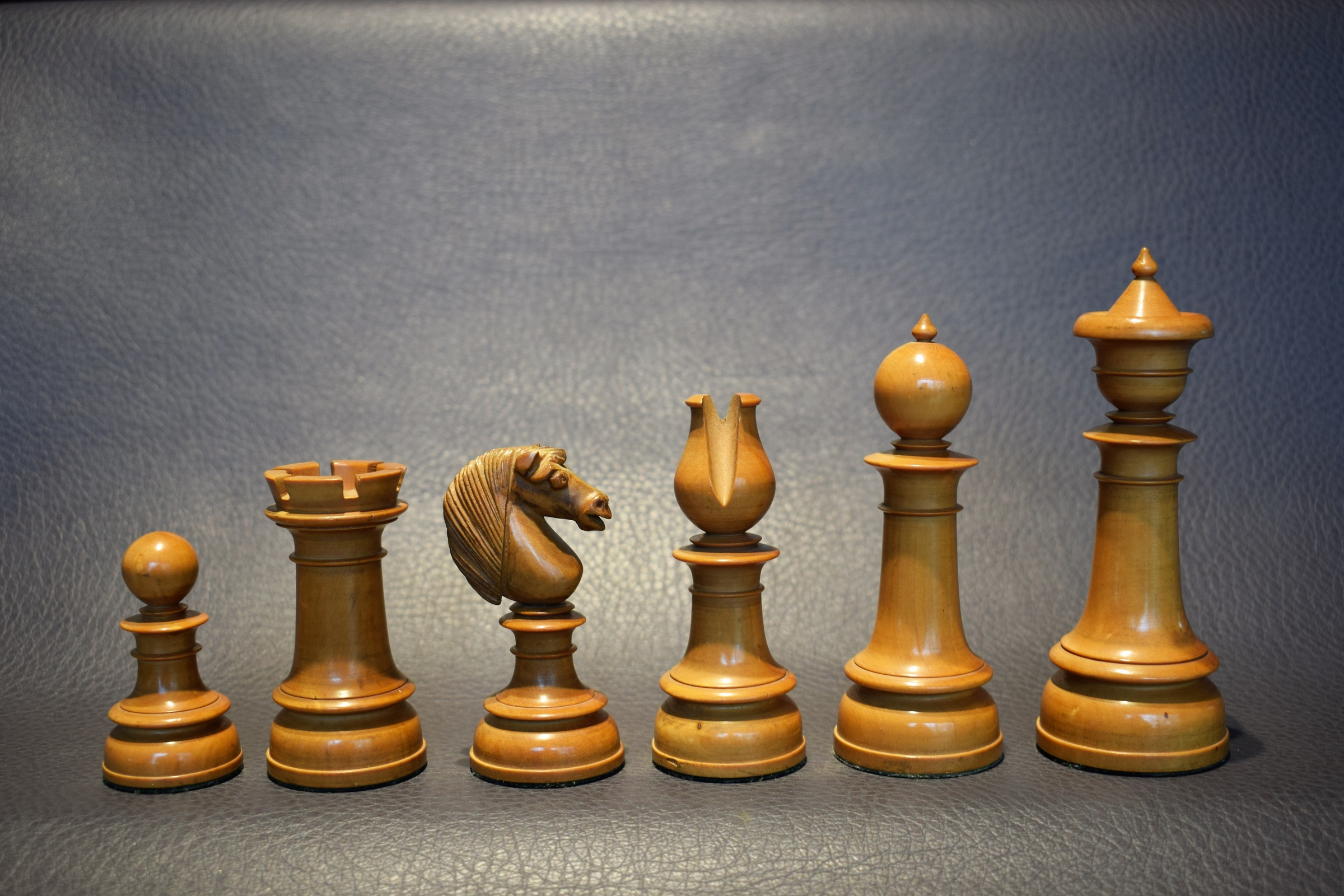 393 - Antique Chess Set, Northern Upright, 5 inch, England, mid 19th century, ebony and boxwood - Dorland Chess (10)