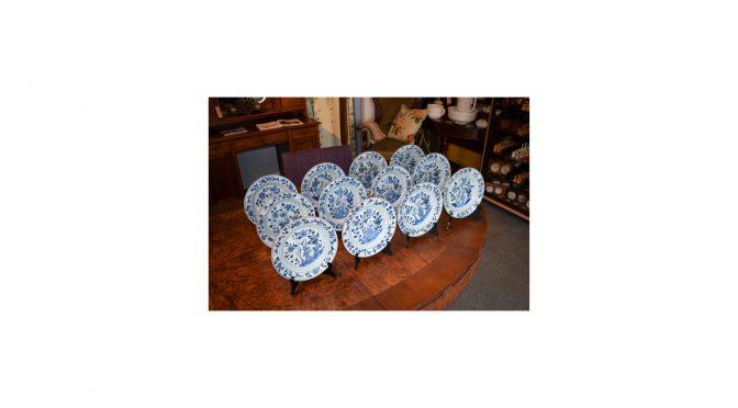 VERKOCHT Chinees porselein, set van 12 borden, Qianlong periode – ca 1750