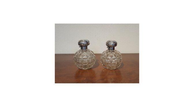 2 Antieke parfumflesjes, kristal met zilveren dop, W. Hutton & Sons, Birmingham, ca 1900